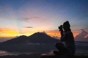 mujer fotógrafa - imagen de stock