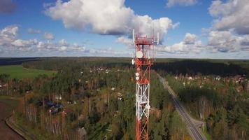 vista aérea de la torre de telecomunicaciones de antena