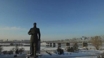 Pont à travers la rivière ob à novossibirsk