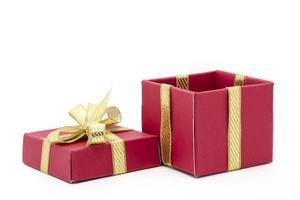 Weihnachtsgeschenkbox mit goldener Schleife