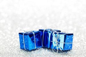 cajas con regalos navideños foto