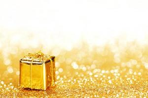 caja con regalo navideño foto