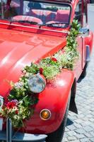 coche de boda rojo