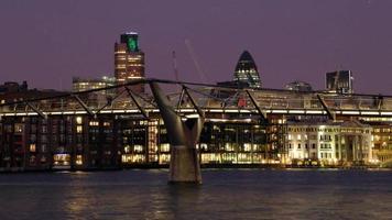 el puente del milenio, londres video