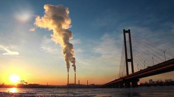 sole, centrale elettrica termica e grande ponte