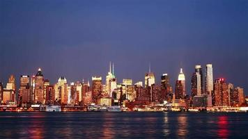 belle vue sur les toits de manhattan le soir, time-lapse video