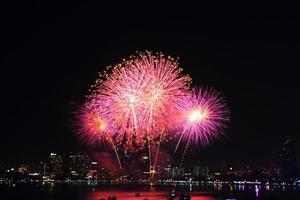 fuegos artificiales en el mar