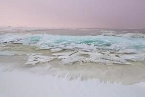 plataforma de hielo en el mar del norte en invierno foto