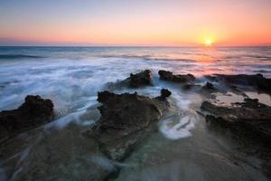 paisaje del mar al atardecer, creta, grecia. foto