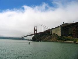 golden gate bridge in dichte mist
