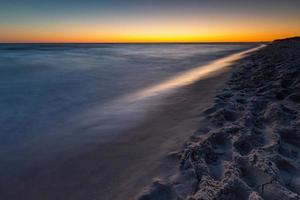 lindo pôr do sol sobre o mar Báltico