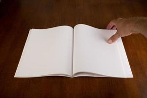 libro blanco en blanco o revista foto