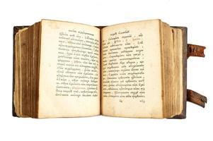 ouvrir le vieux livre cyrillique