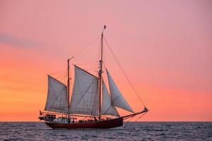 velero en el mar báltico