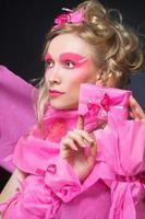 mujer de rosa. foto