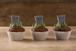 Halloween RIP grave cupcakes