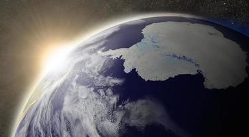 sol sobre a antártica