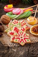 biscoitos de gengibre de natal e pirulitos