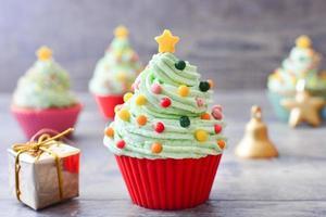 cupcakes com formato de árvore de natal