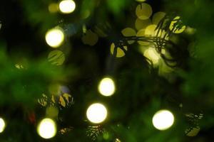 bokeh de árbol de navidad para fondo de vacaciones