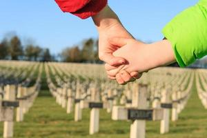 los niños caminan de la mano por la paz la primera guerra mundial