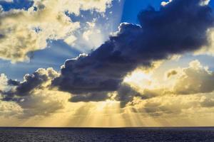 rayos de sol en el caribe