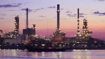 Landschaft der Ölraffineriefabrik (Zeitraffer)