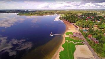 splendida vista sul lago tamula e sulla città di voru