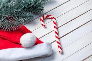sombrero de Papá Noel y dulces navideños