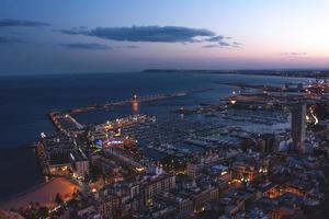 puerto de alicante de noche