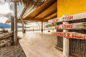 Bar de playa en la playa de Bussaglia en Córcega foto