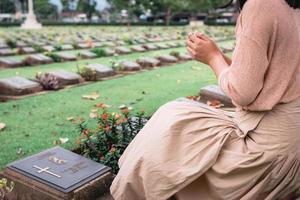 primer plano, de, religioso, cristiano, mujer, rezando