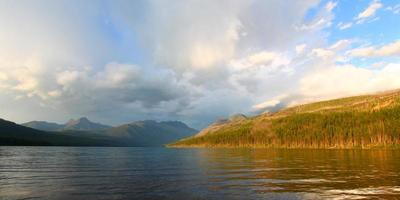 parque nacional glaciar lago kintla foto