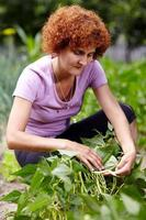 mujer en el jardin