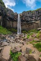 Cascada svartifoss, parque nacional skaftafell, islandia