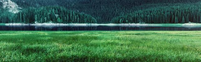 panorama do lago negro - parque nacional durmitor