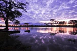 monte kilimanjaro y lago foto
