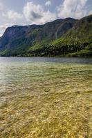 montañas y lago del parque nacional triglav