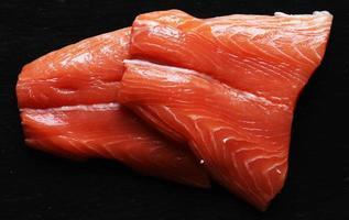 dos filetes de salmón foto