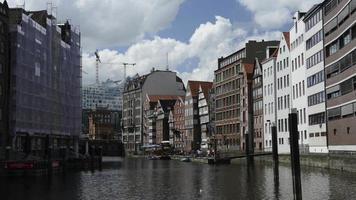 canais e casas da cidade em hamburgo, alemanha