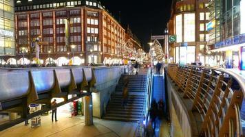 Hamburg bei Nacht Zeitraffer Einkaufsviertel