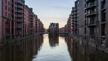 Speicherstadt in the the evening,  turn on light - DSLR timelapse video