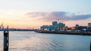 quartiere del porto di Amburgo la sera dslr hyperlapse