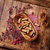 Cantucci in olive wood bowl