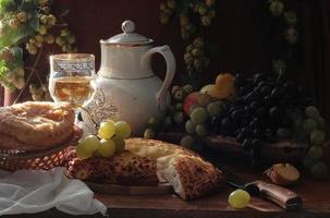 wine and fruit hachapuri photo