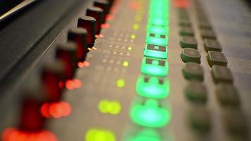 mesa de mixagem de música em loop de estúdio de gravação video