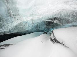 glaciar de la cueva de hielo de islandia foto