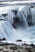 Primer plano de una cascada congelada godafoss, Islandia