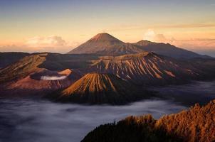 volcán bromo en indonesia foto