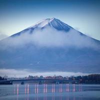 el hermoso monte fuji en japón al amanecer foto